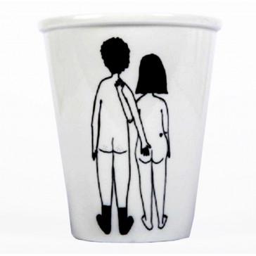 """Tasse en porcelaine """"Naked couple back"""" par helen b"""