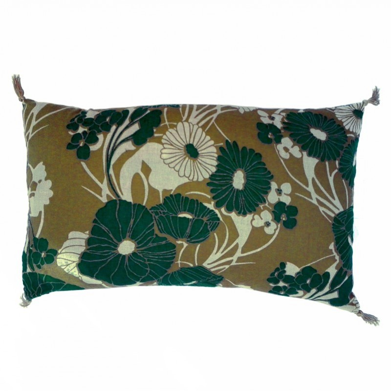 Coussin à grosses fleurs vert-bleu par Golden Threads Design