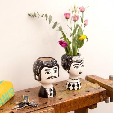Vases en céramique façon portraits, Carlos et Marisol, de la marque Kitsch Kitchen