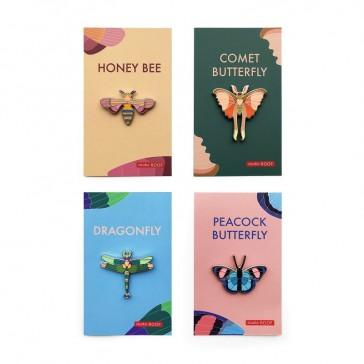 Collection de pins papillons, abeilles et libellules par studio ROOF
