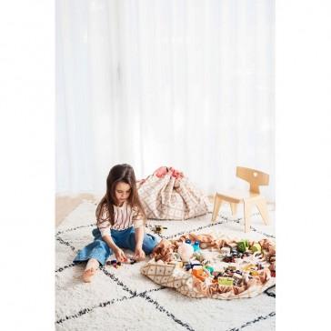 Tapis de jeu qui devient sac de rangement des jouets par la marque Play&Go