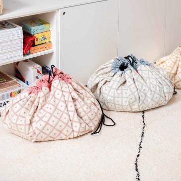 Collection de sacs de rangement de jouets qui deviennent des tapis de jeu par Play and Go