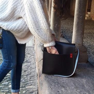 Poche arrière du sac facteur en cuir par Bandit Manchot