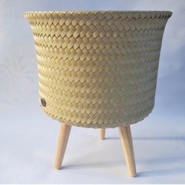 Pot large et bas sur pieds par Handed by