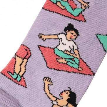 Chaussettes hautes à imprimés de femmes dans des positions de yoga par Coucou Suzette