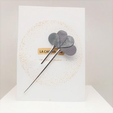 """Pique à cheveux en cuir pailleté """"Fleur pierre grise"""" par la Tarnaise La Cartablière"""