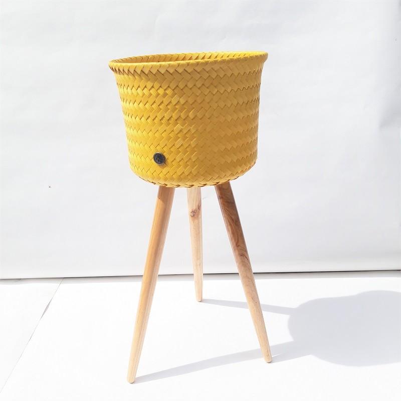 """Cache-pot sur pieds modèle haut """"Up High Moutarde"""" par Handed by"""