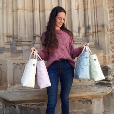 Collection de sacs façon cabas en plastique recyclé modèle Petite par Handed By