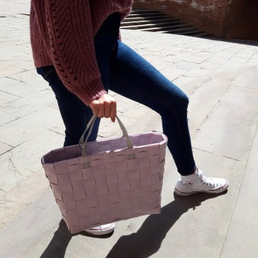 Sac façon cabas en plastique recyclé modèle Petite couleur lilas par Handed By