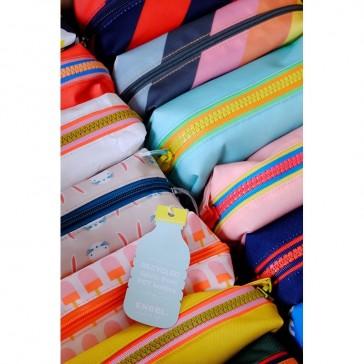 Collection de trousses en polyester à base de plastique recyclé par Engel.