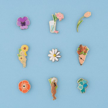 Collection de pins en forme de fleurs par Coucou Suzette