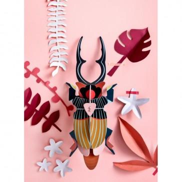 Gros insecte décoratif par studio ROOF