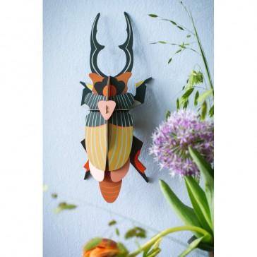 Insecte à accrocher pour un air d'été par studio ROOF