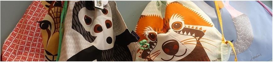 Des déguisements, des sacs d'école, des chapeaux, des bijoux de princesse, Maison Pouic est une caverne aux trésors pour les enfants.